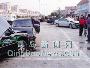 莱西/四车连环撞两人受伤...